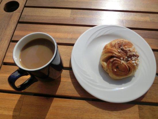 Kahvila-Suomi : シナモンロール&コーヒー