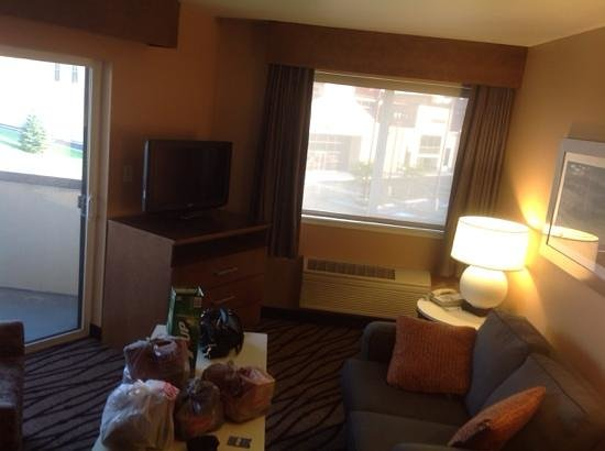 Comfort Inn & Suites Market Place Great Falls: living room and balcony