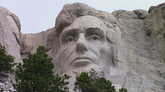 Mount Rushmore National Memorial: Lincoln from the trail loop