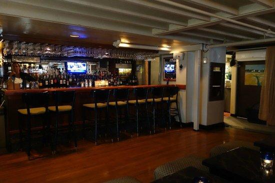 Chesca's Restaurant: Bar