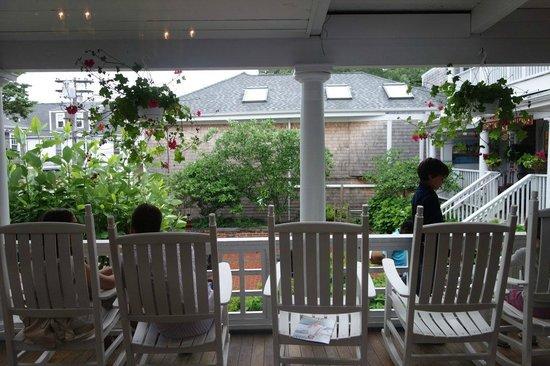 Chesca's Restaurant: Outdoor Area