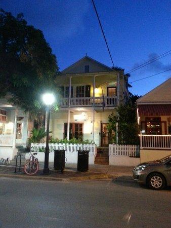 Tropical Inn: Facade