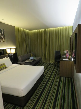 The Continent Hotel Bangkok by Compass Hospitality: Large room
