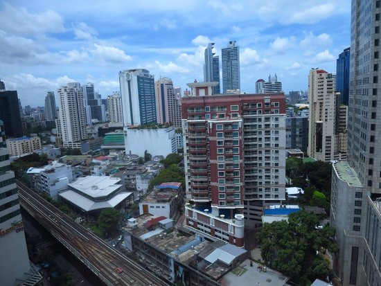 The Continent Hotel Bangkok by Compass Hospitality: View over Sukhumvit