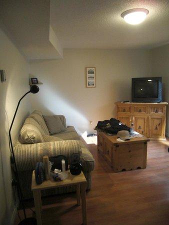 Yoho Guesthouse: Living Room.