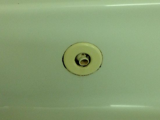 Wingfield Inn & Suites: Jets in the jacuzzi tub render the entire tub unusable.