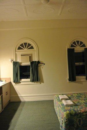 Hides Hotel Cairns: room inside