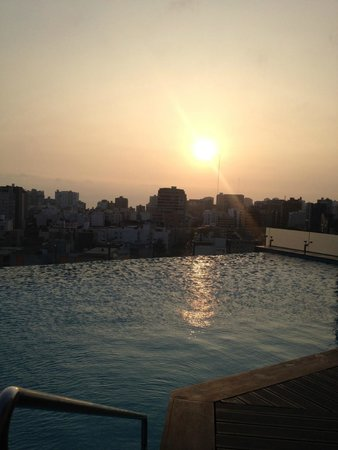 Hilton Lima Miraflores: Sunset by the pool