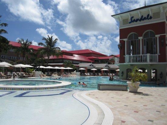 Sandals Regency La Toc Golf Resort and Spa : Sandals Grande main pool.