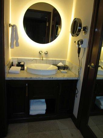 Sandals Regency La Toc Golf Resort and Spa : Our bathroom.