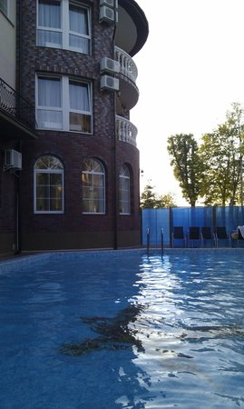 Renaissance Hotel: Бассейн с подогревом.