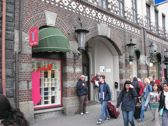 Bryggeloftet & Stuene : Entrance to restaurant is to man's left standing by brick area