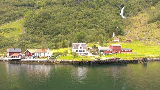 World Heritage Cruise Naeroyfjord: Фьорды. Живут же люди!