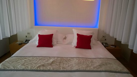 Amathus Elite Suites : room