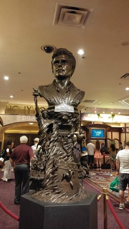 David Copperfield : Even his statue looks smug.