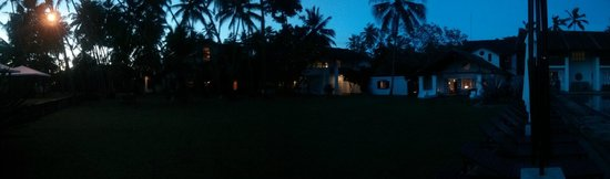 Paradise Road The Villa Bentota: Night time view from near the swimming pool