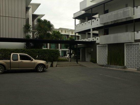 Prima Villa Hotel: проход к бассейну с соленой водой