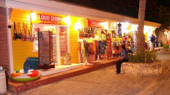 ClubHotel Riu Bambu : Winkelen op het resort