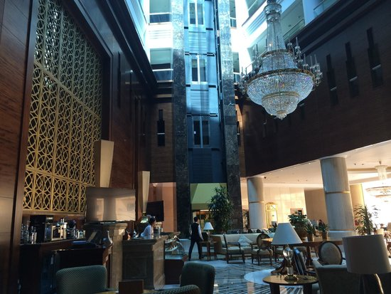 Millennium Hotel Doha: Hotel lobby (cafe shop)