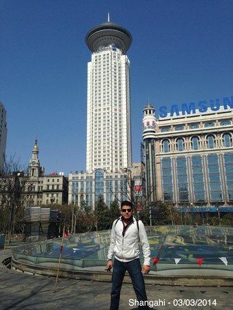 Radisson Blu Hotel Shanghai New World: vista del hotel desde afuera