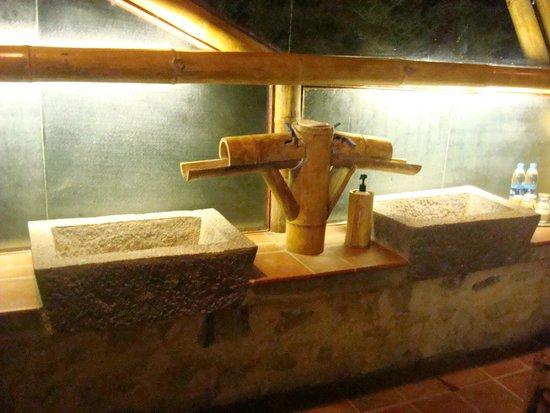 Hotel Reserva Natural Atitlan: The bath sinks