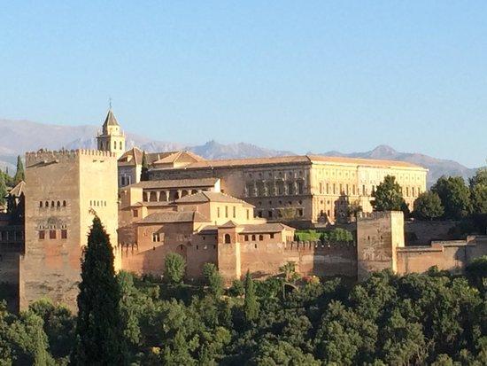 El Huerto de Juan Ranas : Alhambra vista desde el barrio Albacin