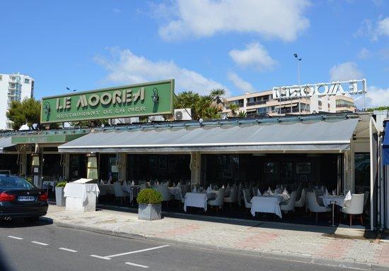 Aspetto esterno picture of le moorea st laurent du var - Restaurant port de saint laurent du var ...