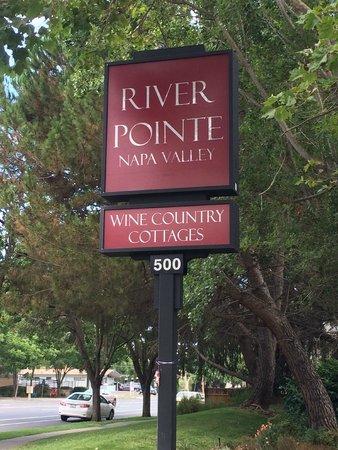 RiverPointe Napa Valley Resort: Front entrance