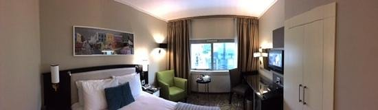 Southern Sun Waterfront Cape Town: the size of the room...a little on the small size, but super clean and stylish