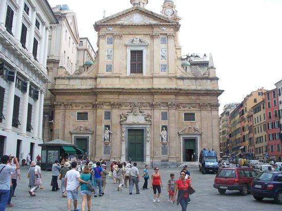 Chiesa del Gesu e dei Santi Ambrogio e Andrea : facciata