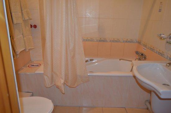 Hotel Malika Kheivak: バスルーム