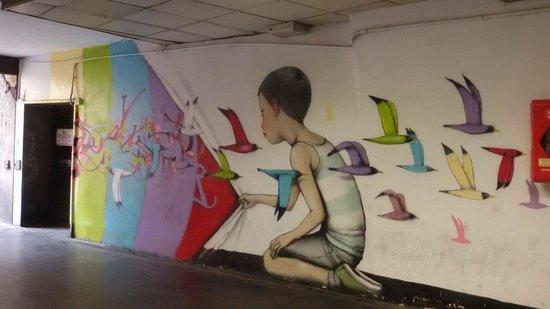 AppetiTours : Graffiti at the Spanish steps subway