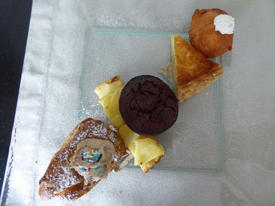 Le Relais des Plateaux : Selection of cakes