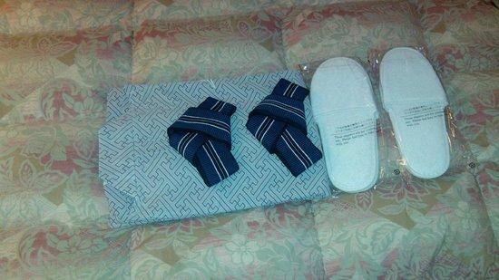 Miyajima Coral Hotel : pijama y zapatillas que te ofrecen