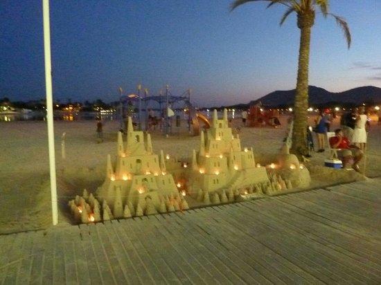 Seaclub Mediterranean Resort: Beach at marina nightime