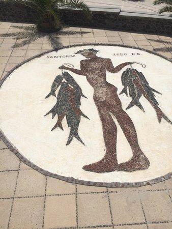 Hotel Atlantida Villas: Imagem do jovem pescador