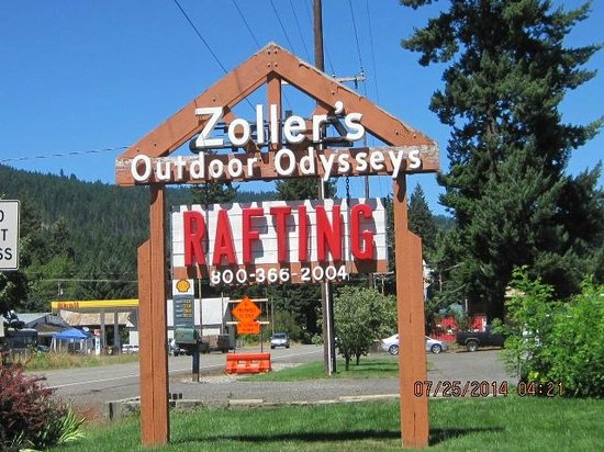 ‪‪Zoller's Outdoor Odysseys‬: When driving up you see this big sign‬