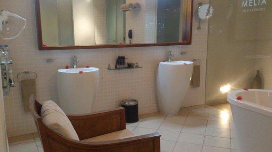 Melia Zanzibar: Amazing bathroom