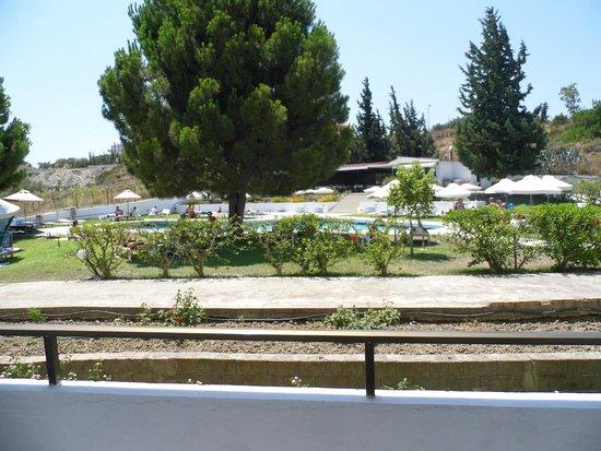 Hotel Maran: Pool/Snack bar area