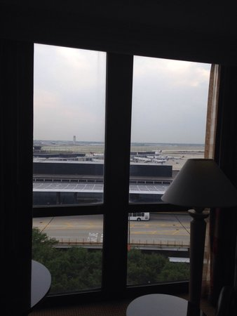 Hilton Chicago O'Hare Airport: Runway view from 9th floor