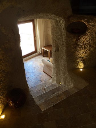 Arif Cave Hotel: Steps down to the sitting area of the skyview room. It has a small balcony to enjoy views of Gor