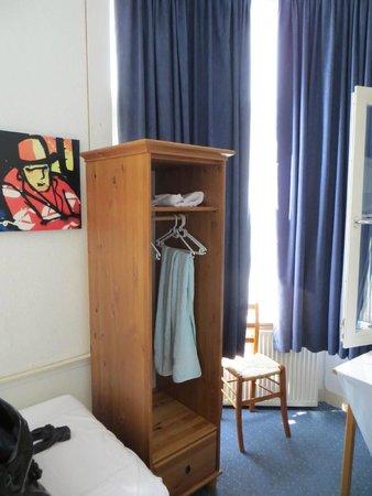 Hotel 't Witte Huys : Der Kleiderschrank