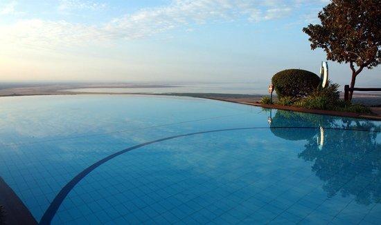 Lake Manyara Serena Lodge : Aussicht auf Lake Manyara vom Pool