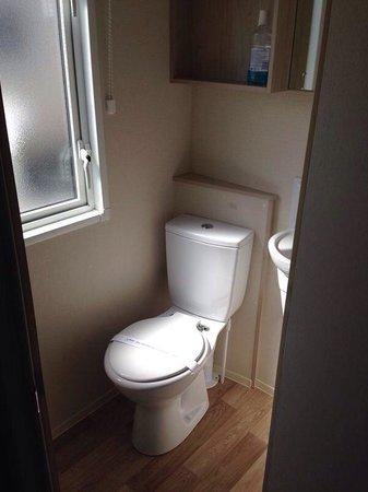 Presthaven Holiday Park: Prestige (toilet in double bedroom)