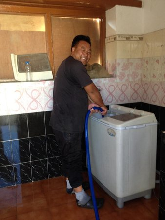 Botho Guesthouse: Owner kindly assist us using machine