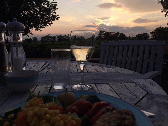 Beacon Hill Farm: Beautiful evening BBQ
