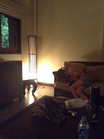 The Lipa Lovely Beach Resort: Sitting room Villa 300