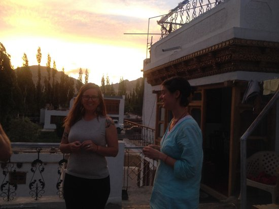 Botho Guesthouse: Sunset , talking on balcony