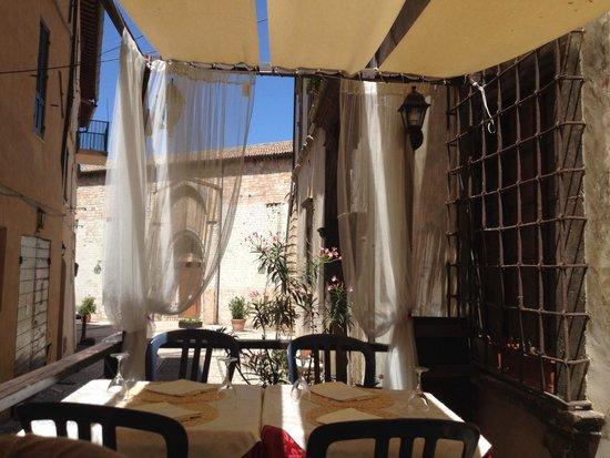 Ristorante Maggiolini : I tavolini fuori