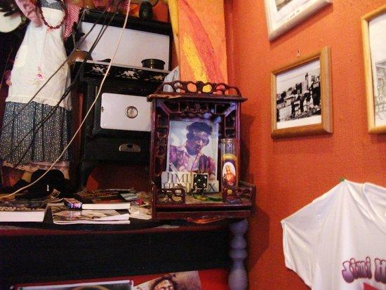 Jimi Hendrix Shrine : a small shrine for Jimi